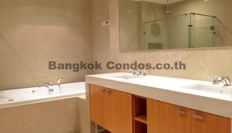 lavish-3-bedroom-athenee-residence-condo-for-rent-phloen-chit_bc00112_13