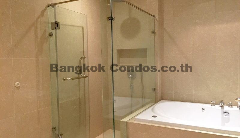 lavish-3-bedroom-athenee-residence-condo-for-rent-phloen-chit_bc00112_14